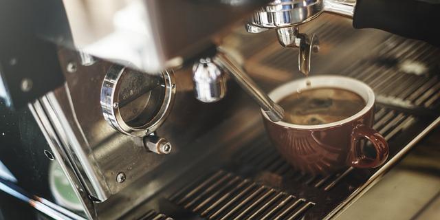 šálek v kávovaru.jpg
