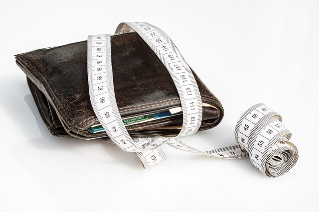 peněženka a metr.jpg