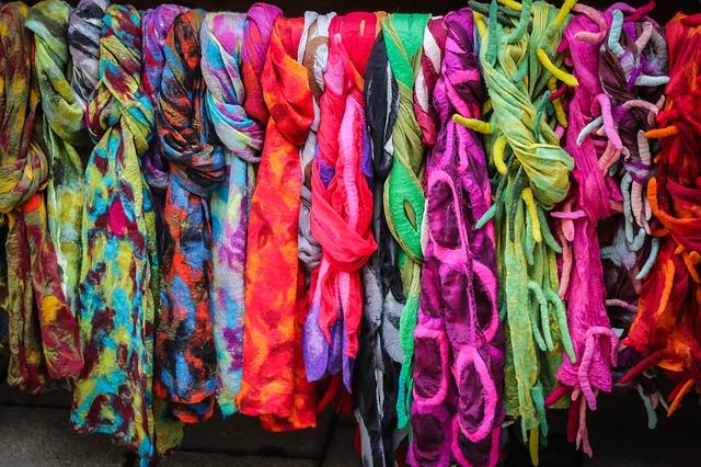 Batikované šály